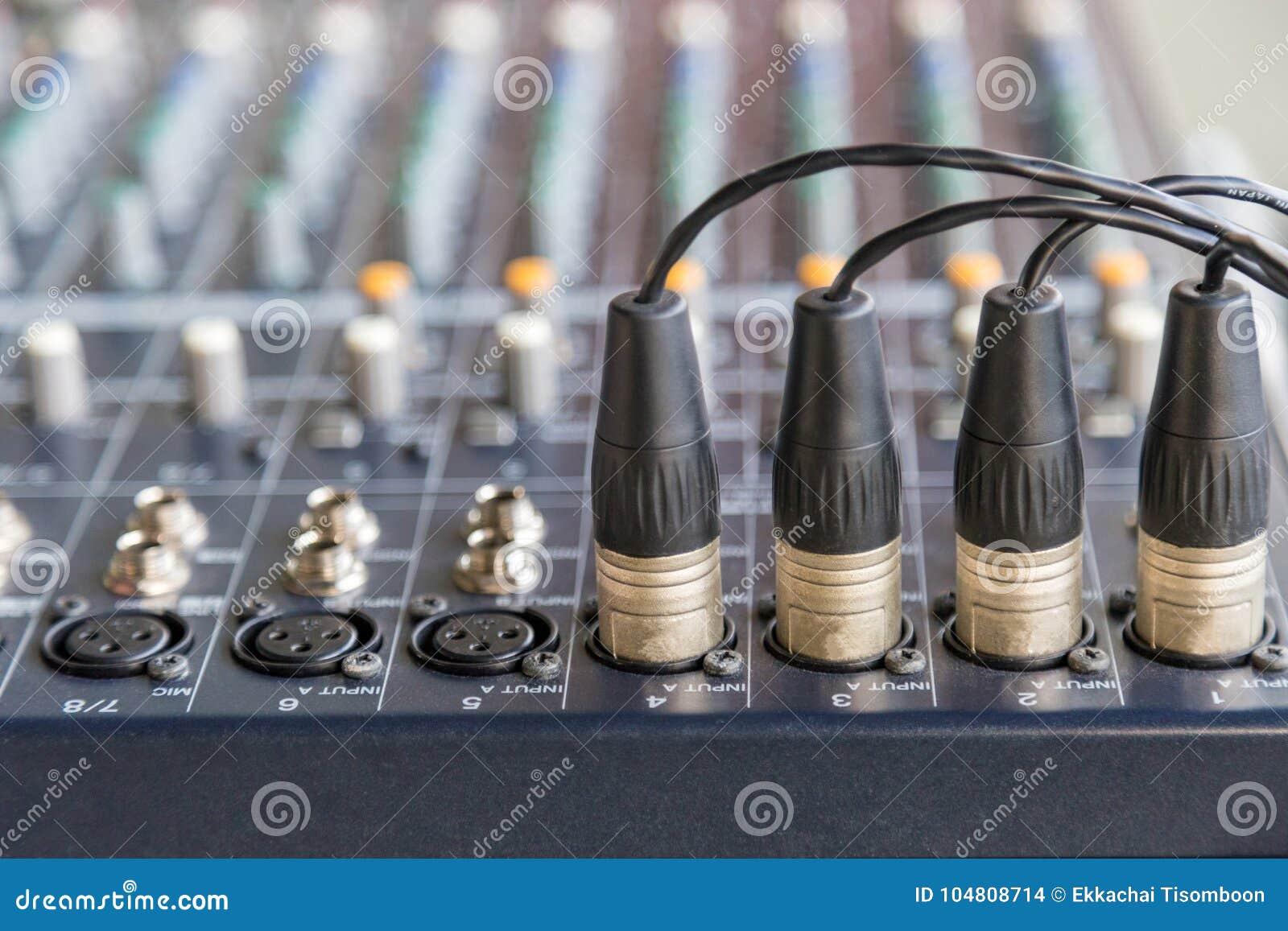 Conectores de XLR nos misturadores audio