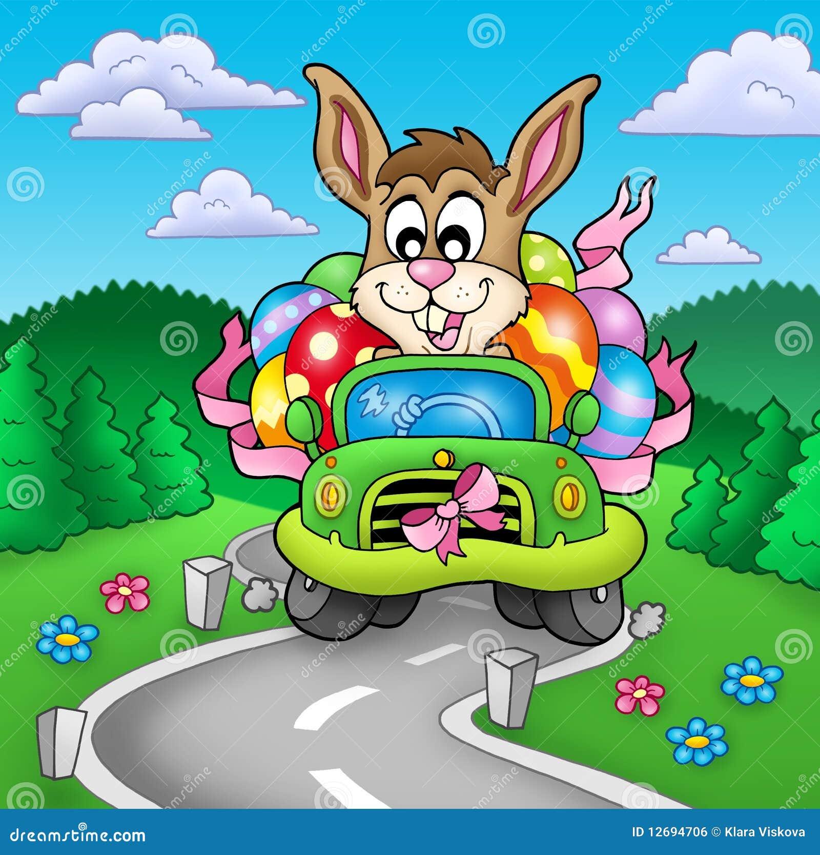 Conejito de pascua que conduce el coche en el camino