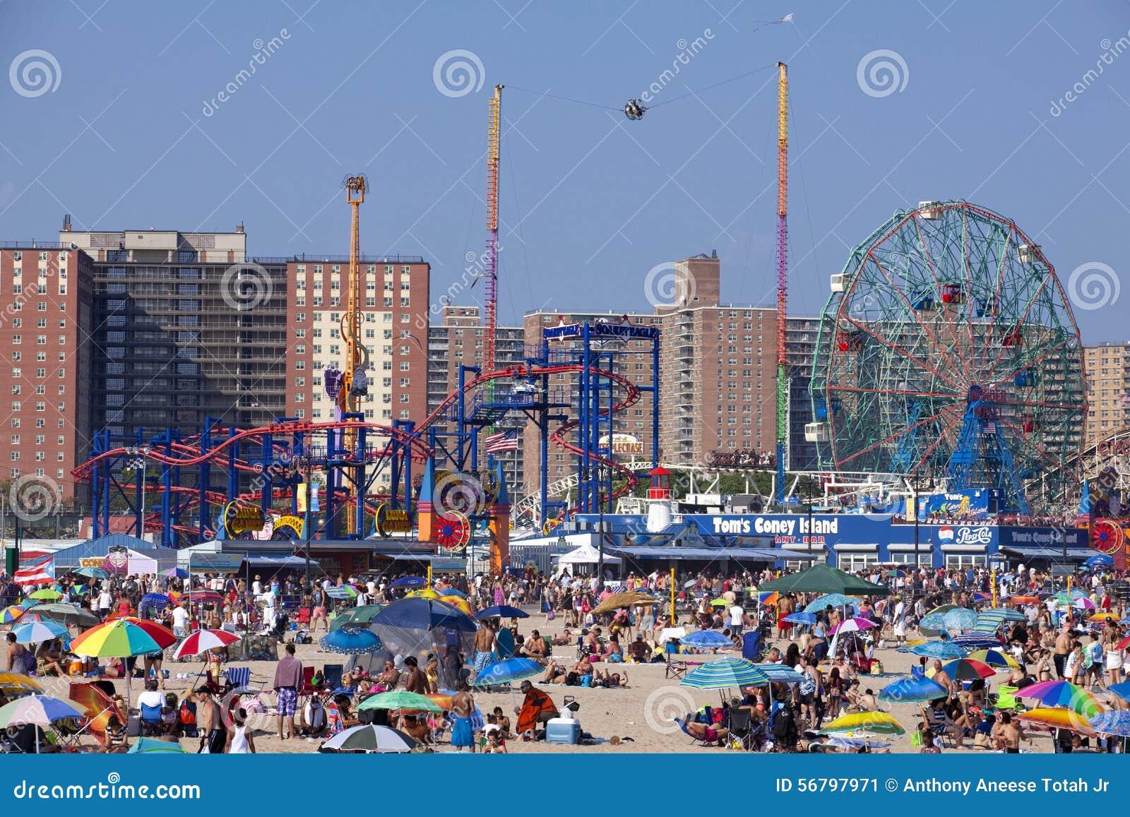 coney island new york city foto editorial imagen de playa apretado 56797971. Black Bedroom Furniture Sets. Home Design Ideas