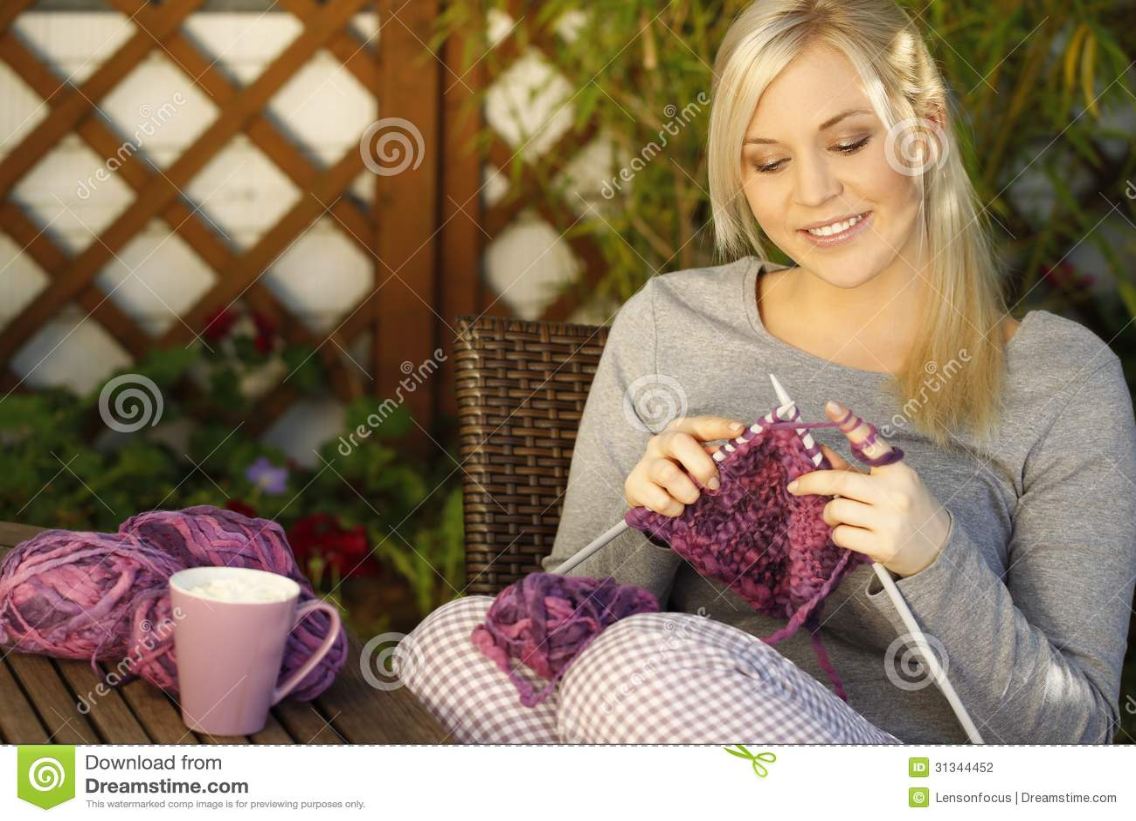 Confecção de malhas da mulher exterior
