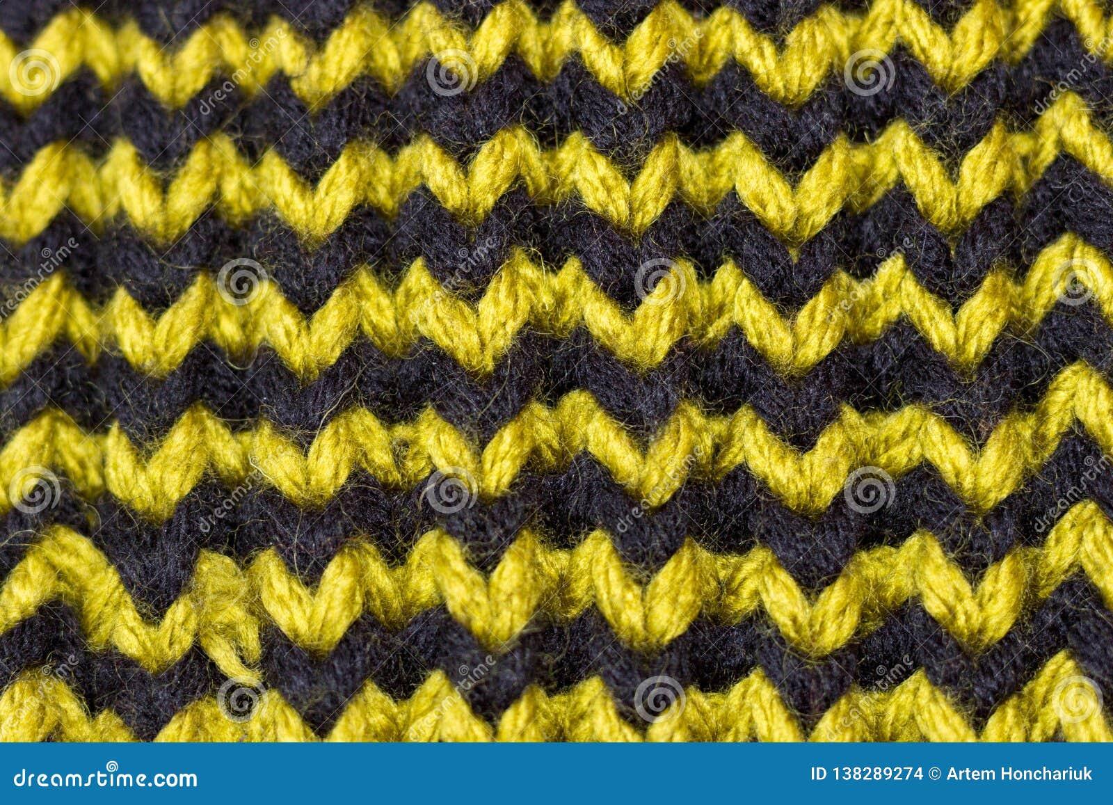 Confecção de malhas Textura feita malha fundo Agulhas de confecção de malhas brilhantes Fio de lãs verde e marrom para fazer malh