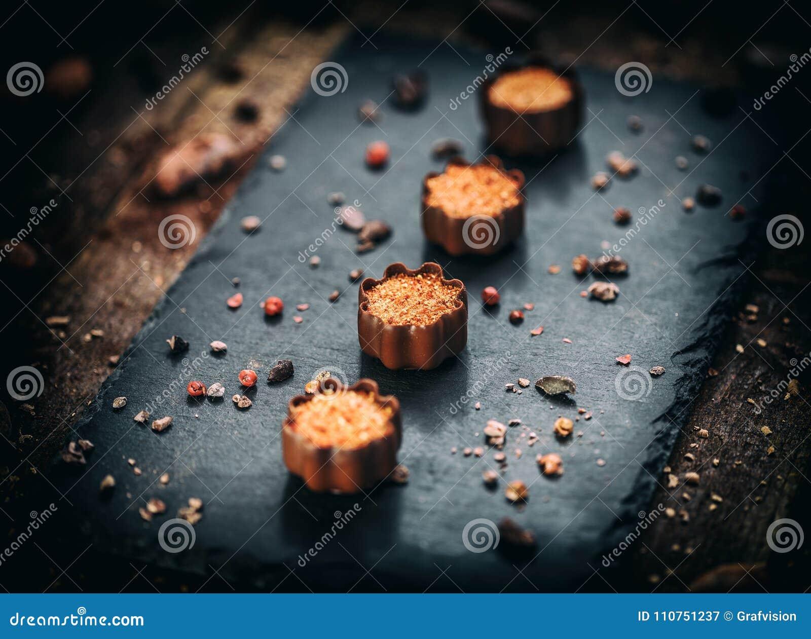 Confeitos finos do chocolate