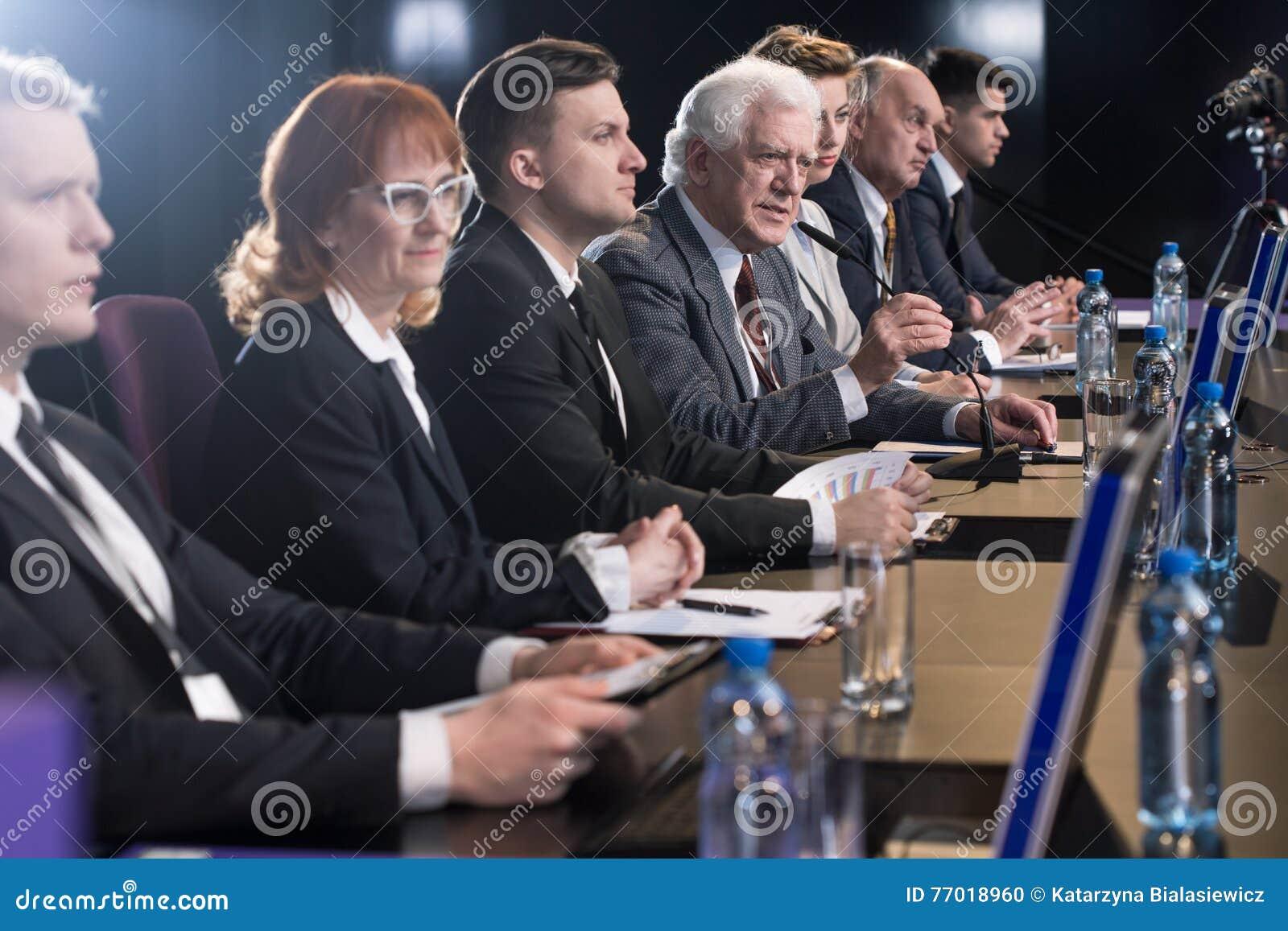 Conferência de imprensa dentro completa