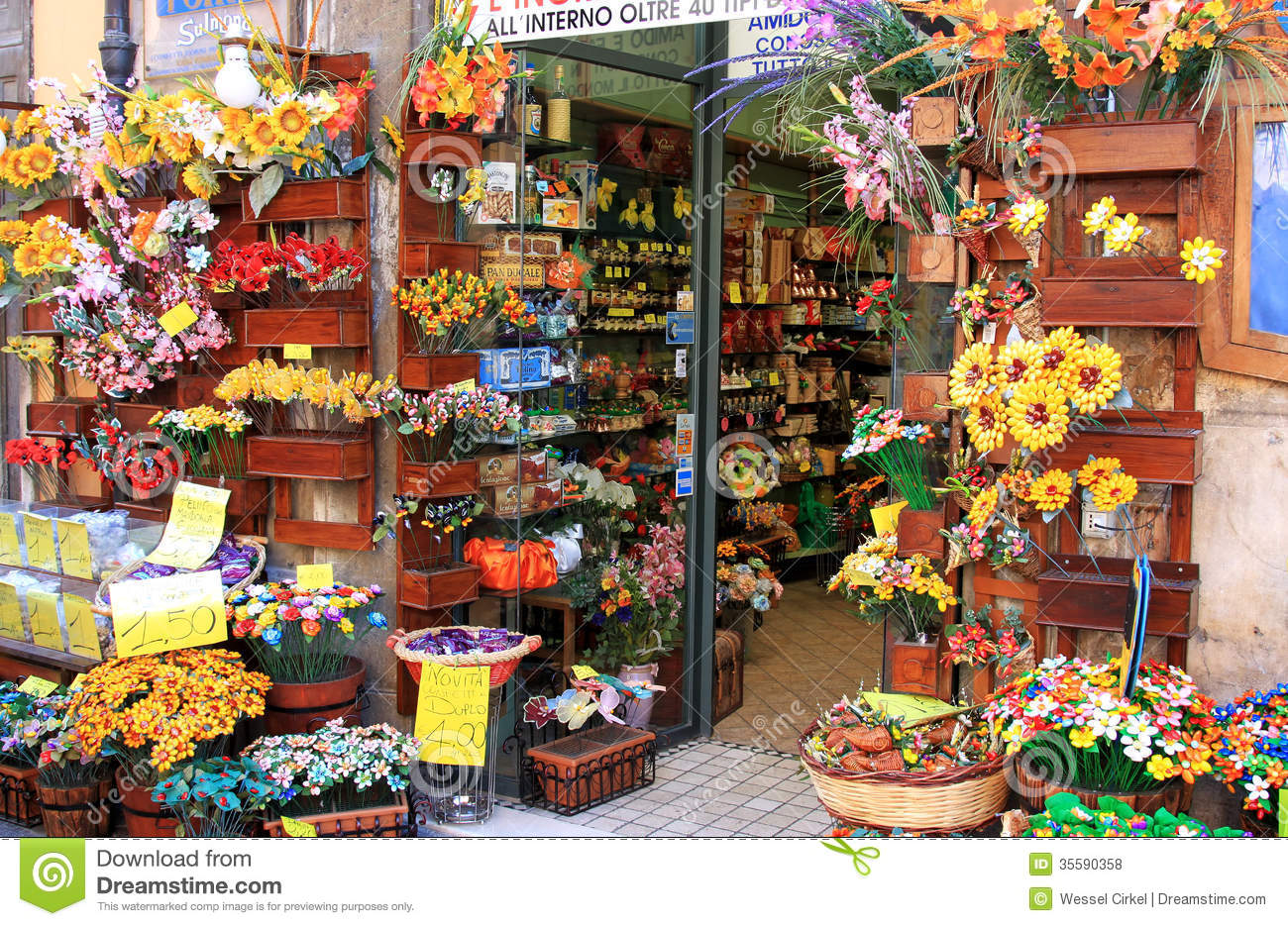 confetti shop sulmona italy wellknown italian confectionery known as sugar coated almonds traditionally 35590358 - Traditional Wedding Flowers