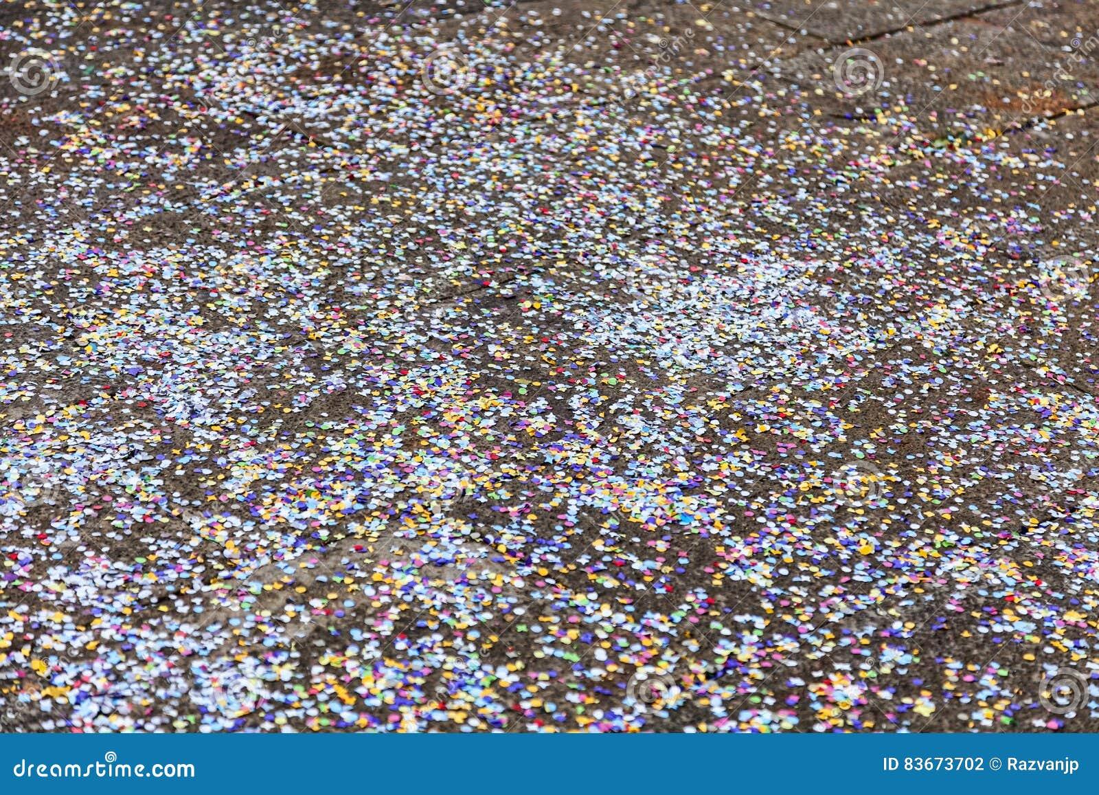 Confettis sur la rue