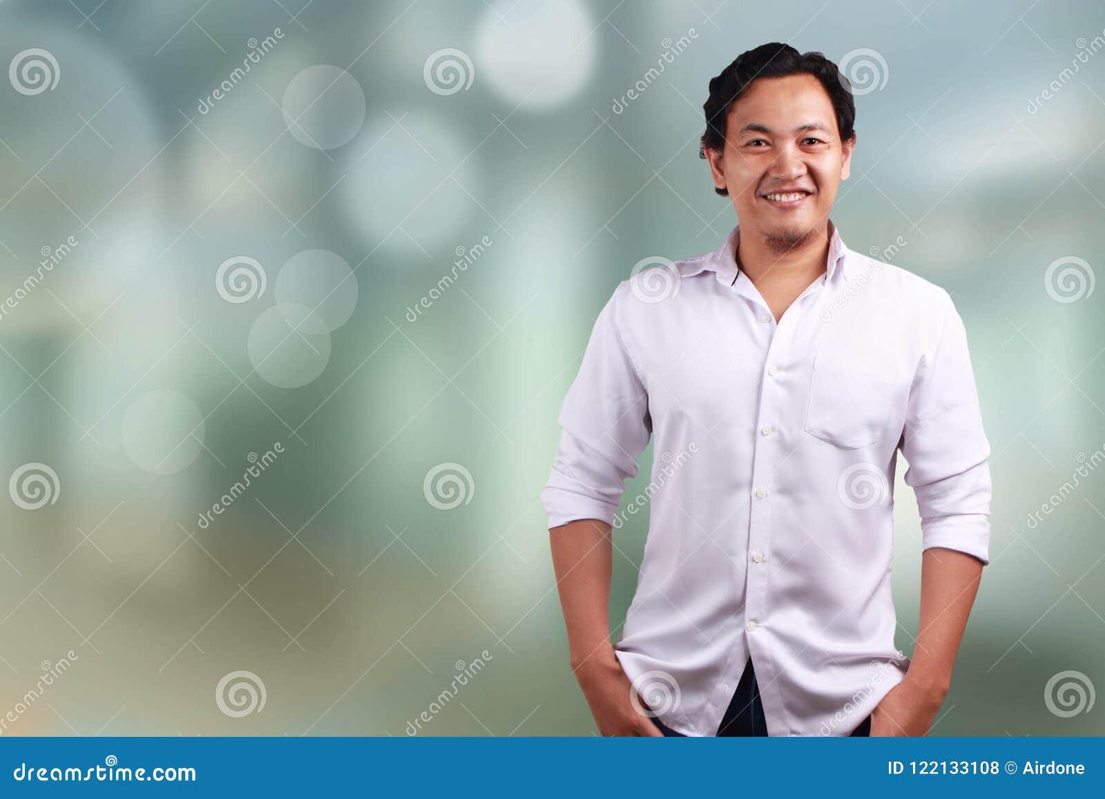 Confiança de sorriso do homem