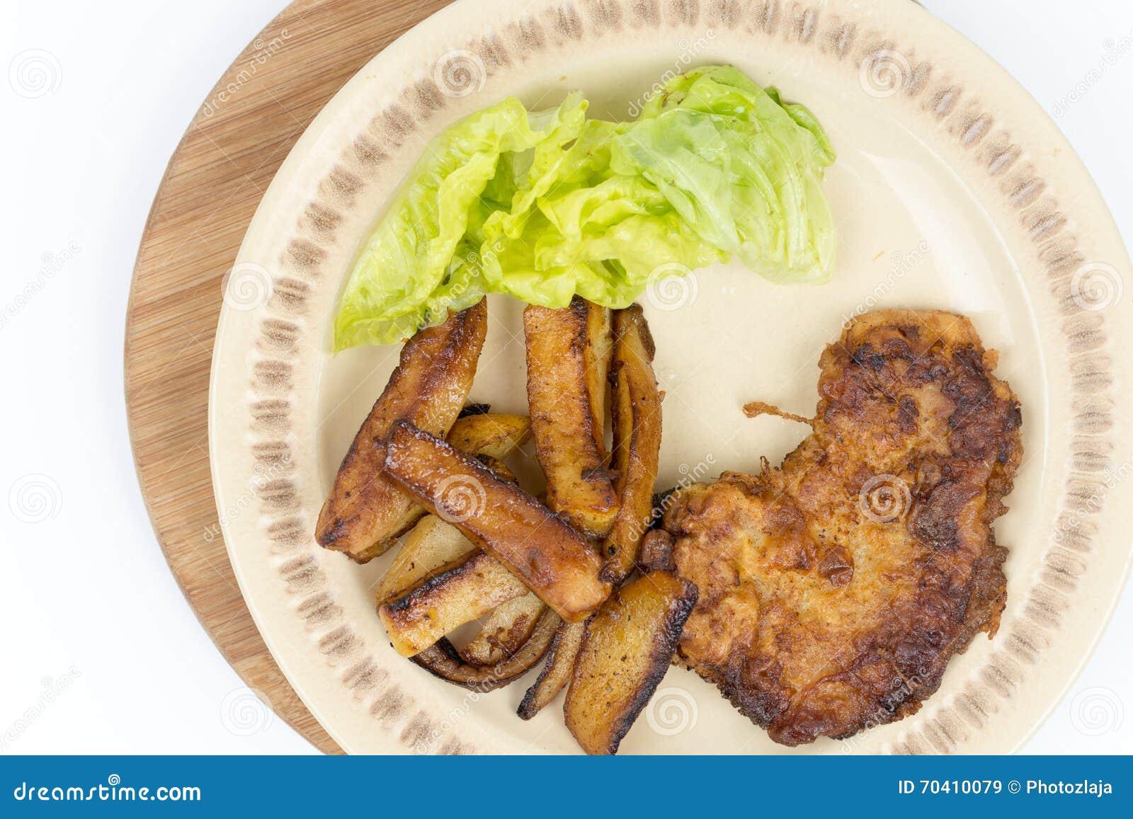 Configuração fritada do plano das batatas e da alface do bife
