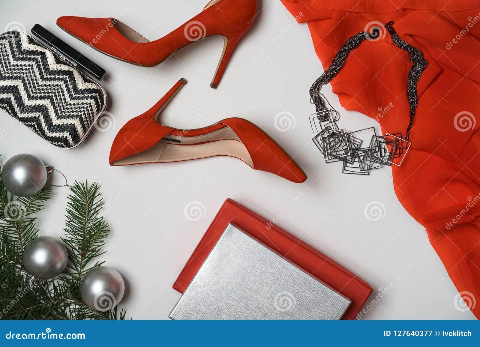 A configuração lisa ao ano novo e a festa de Natal equipam a árvore de abeto da embreagem da joia dos acessórios das sapatas do v