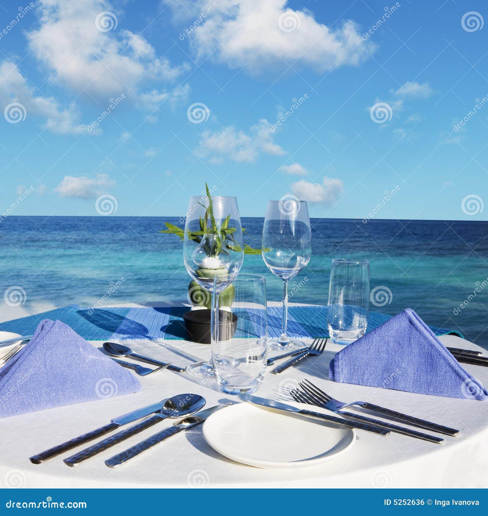 Configuración del vector en el restaurante de la playa