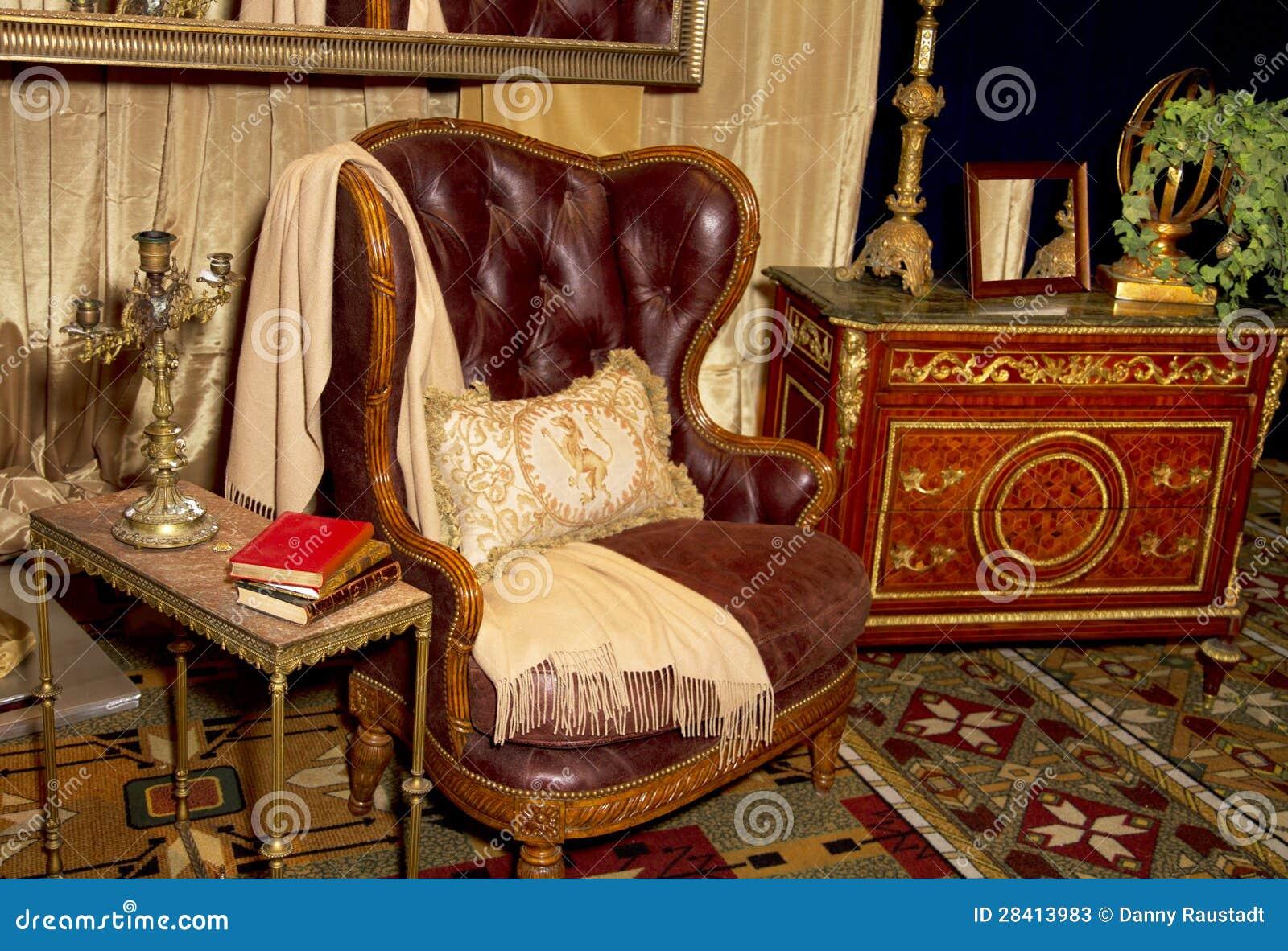 Configuration de commerce au détail de meubles antiques