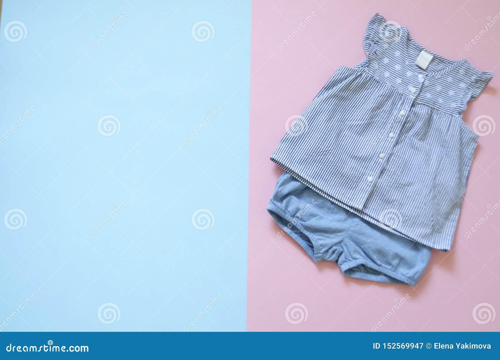 Configuration plate, mode, magazine collection supérieure de vêtements de bébé de viev ensemble de vêtements de fille de mode vêt