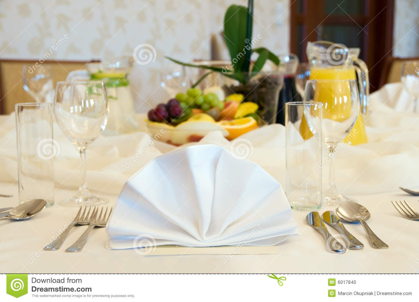 Configuration ronde de table de banquet