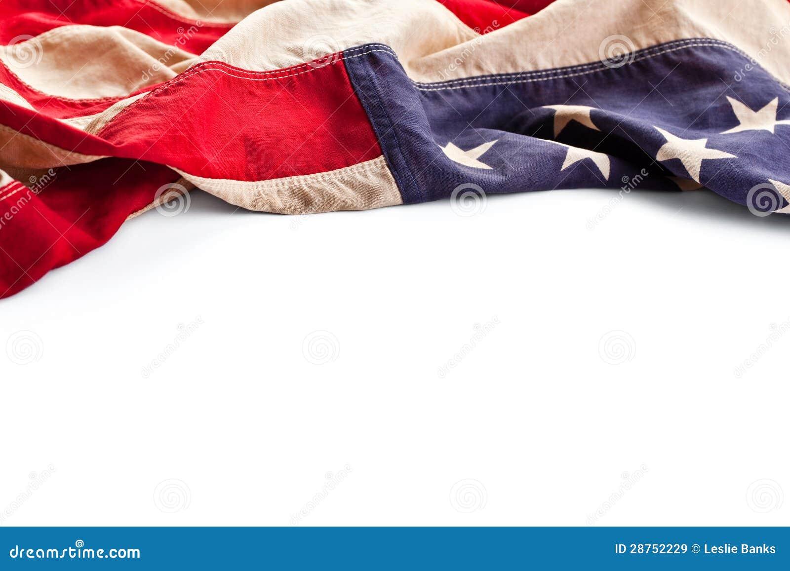 a0b4472ba338b0 Confine superiore di una bandiera americana dell'annata isolata su un fondo  bianco