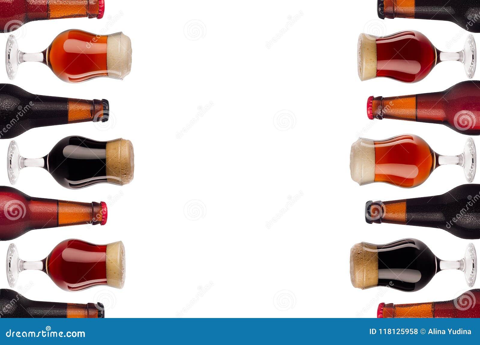 Confine Di Arte Decorativa Di Birra In Bottiglie E Bicchiere Di Vino