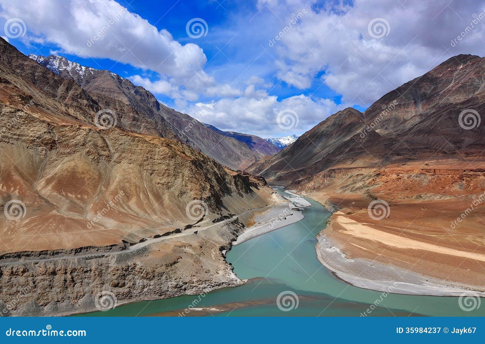 Confluent des rivières Indus et Zanskar