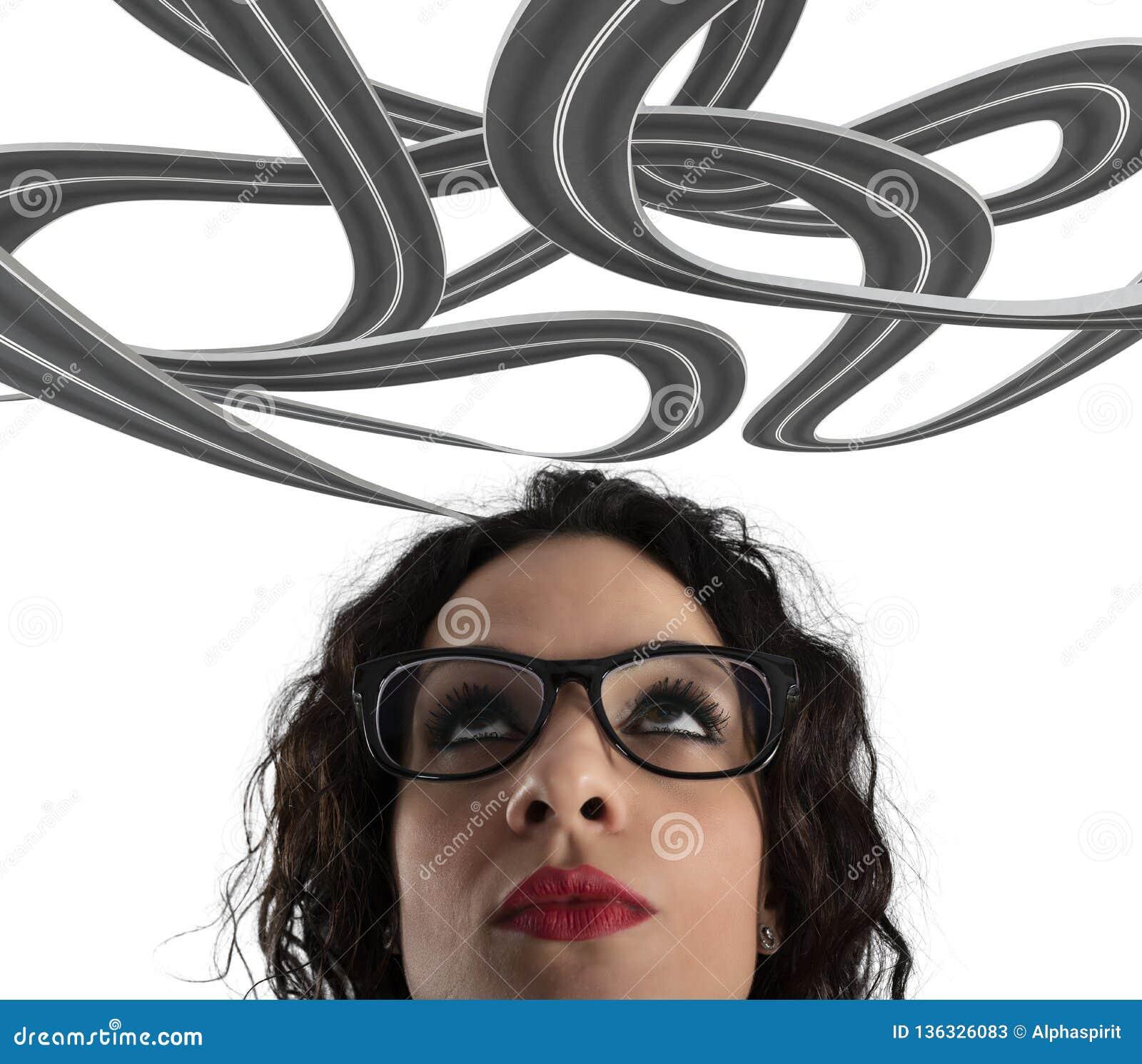 Confusão da maneira para uma mulher de negócios conceito da carreira difícil No fundo branco