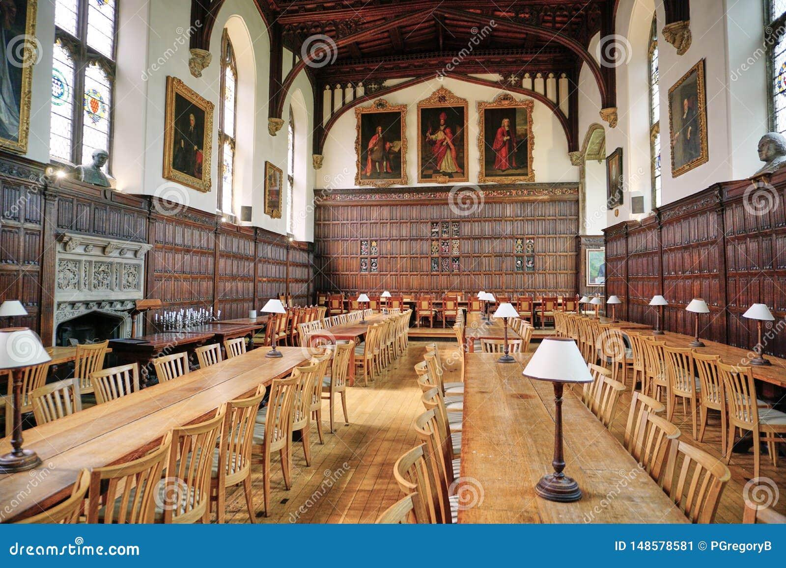 Confusão salão medieval em Magdalen College, Oxford