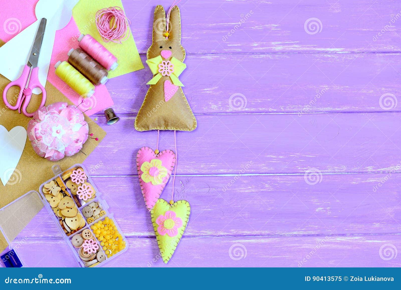 Coniglietto di pasqua farcito con i cuori fatti da feltro - Lettere stampabili del coniglietto di pasqua ...