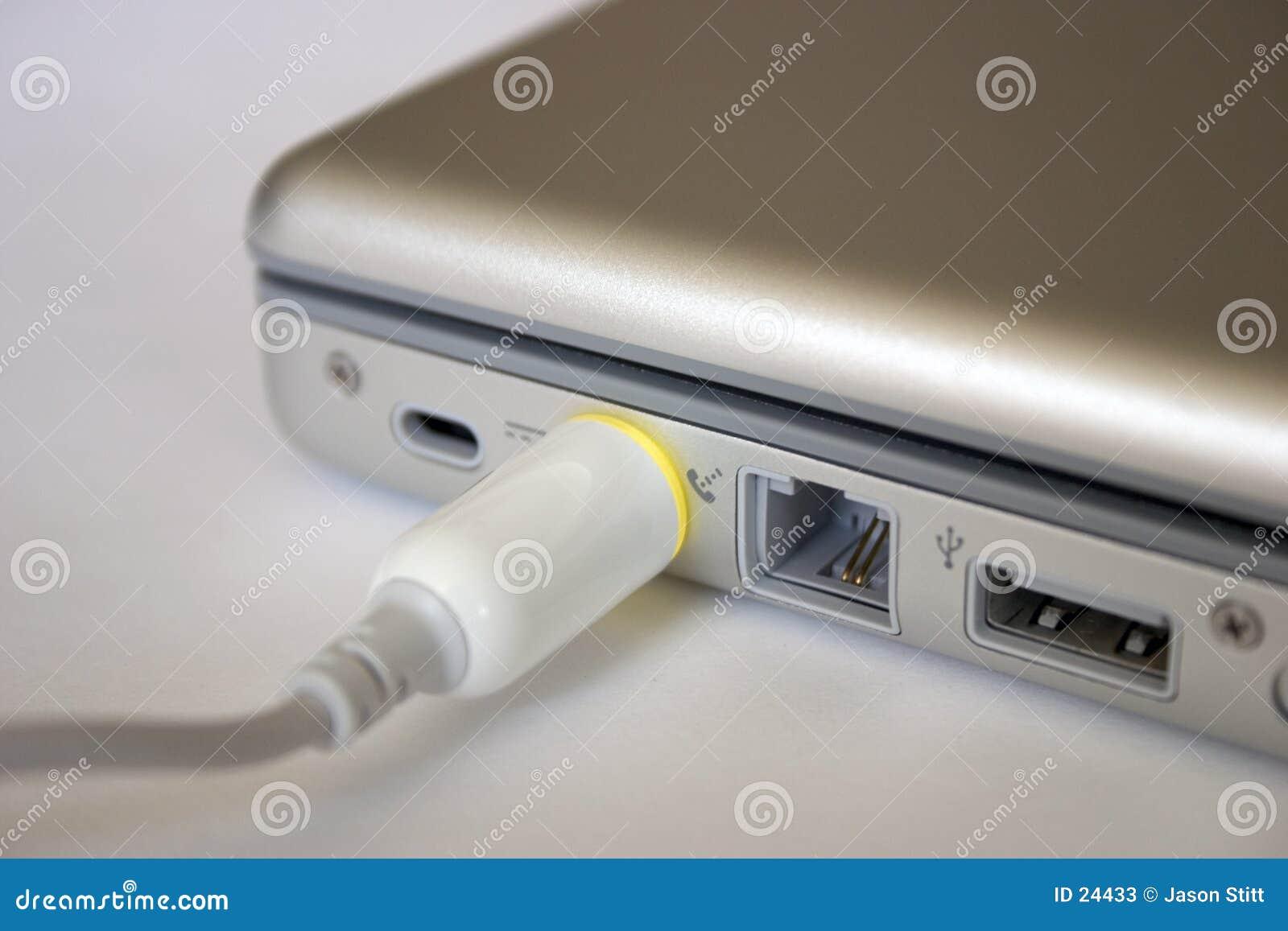 Connexion de pouvoir d ordinateur portatif