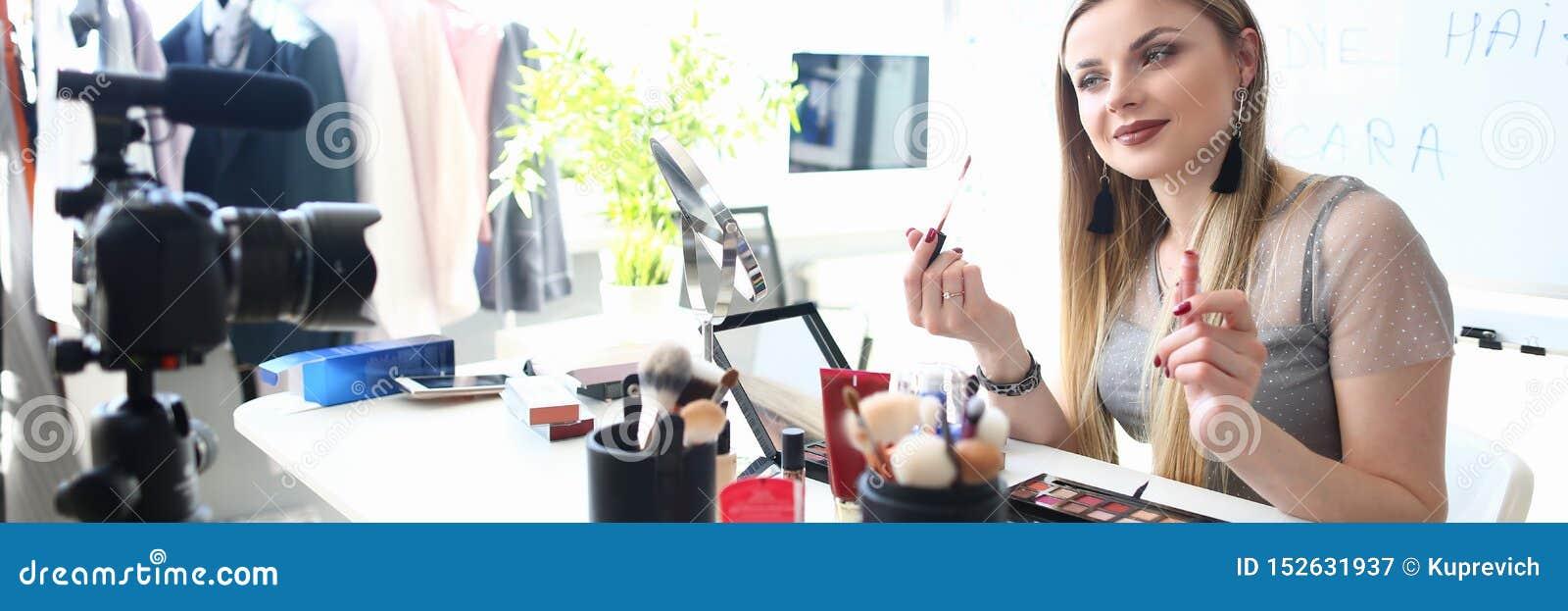 Conseil de enregistrement de beaut? de jeune Blogger pour Vlog