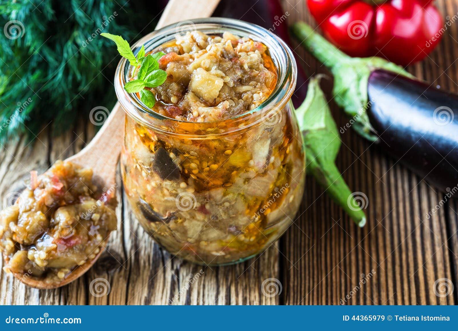 Conserve d 39 aubergine dans le pot en verre photo stock for Aubergines en conserve maison