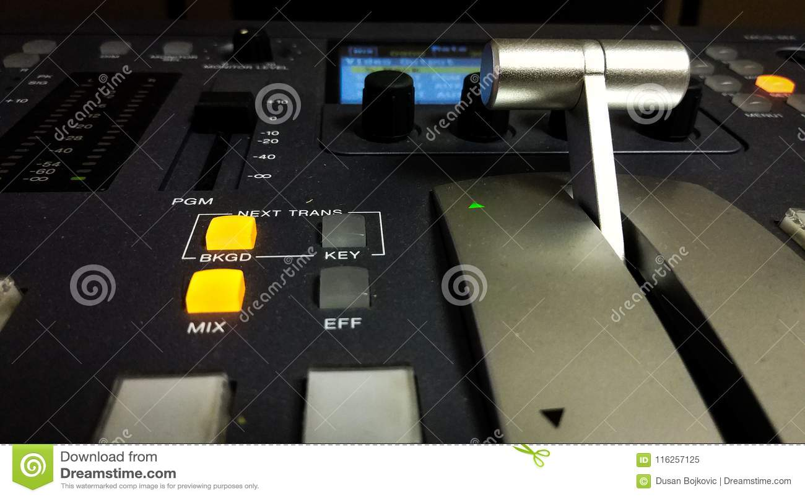 Consola de mezcla video profesional con la manija
