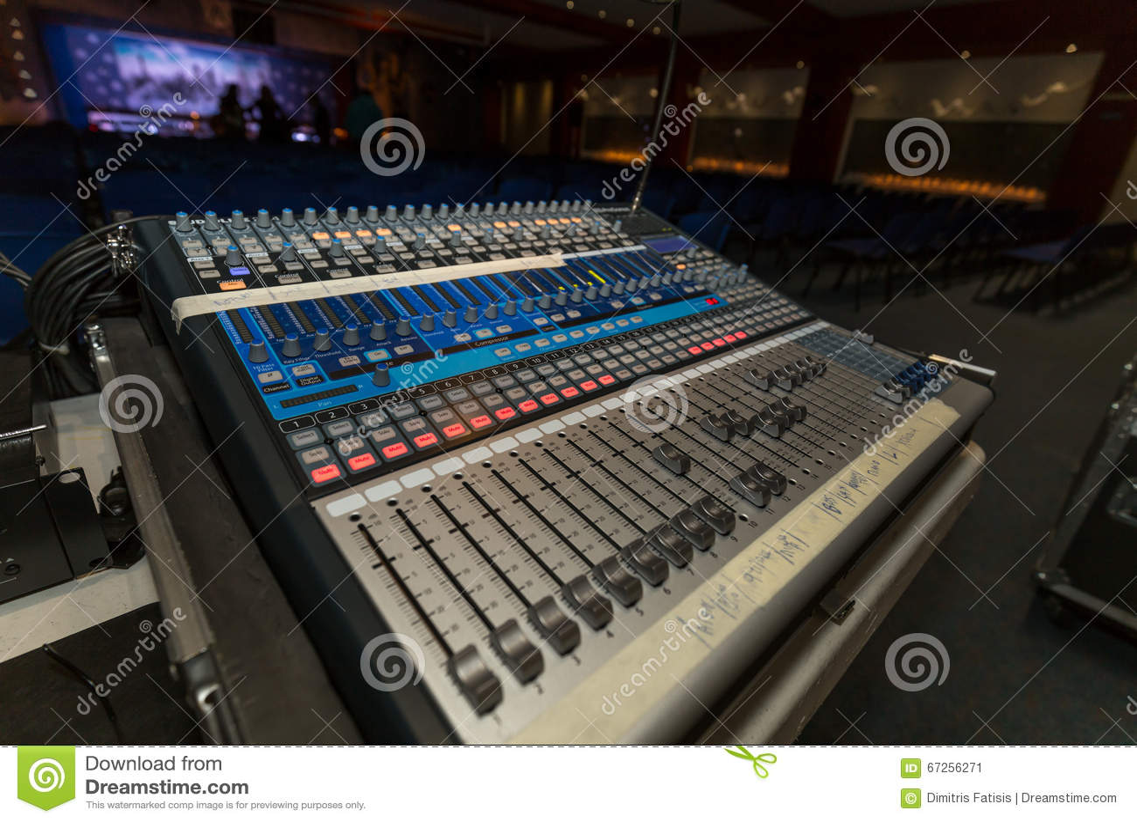 Consola profesional del mezclador de la música