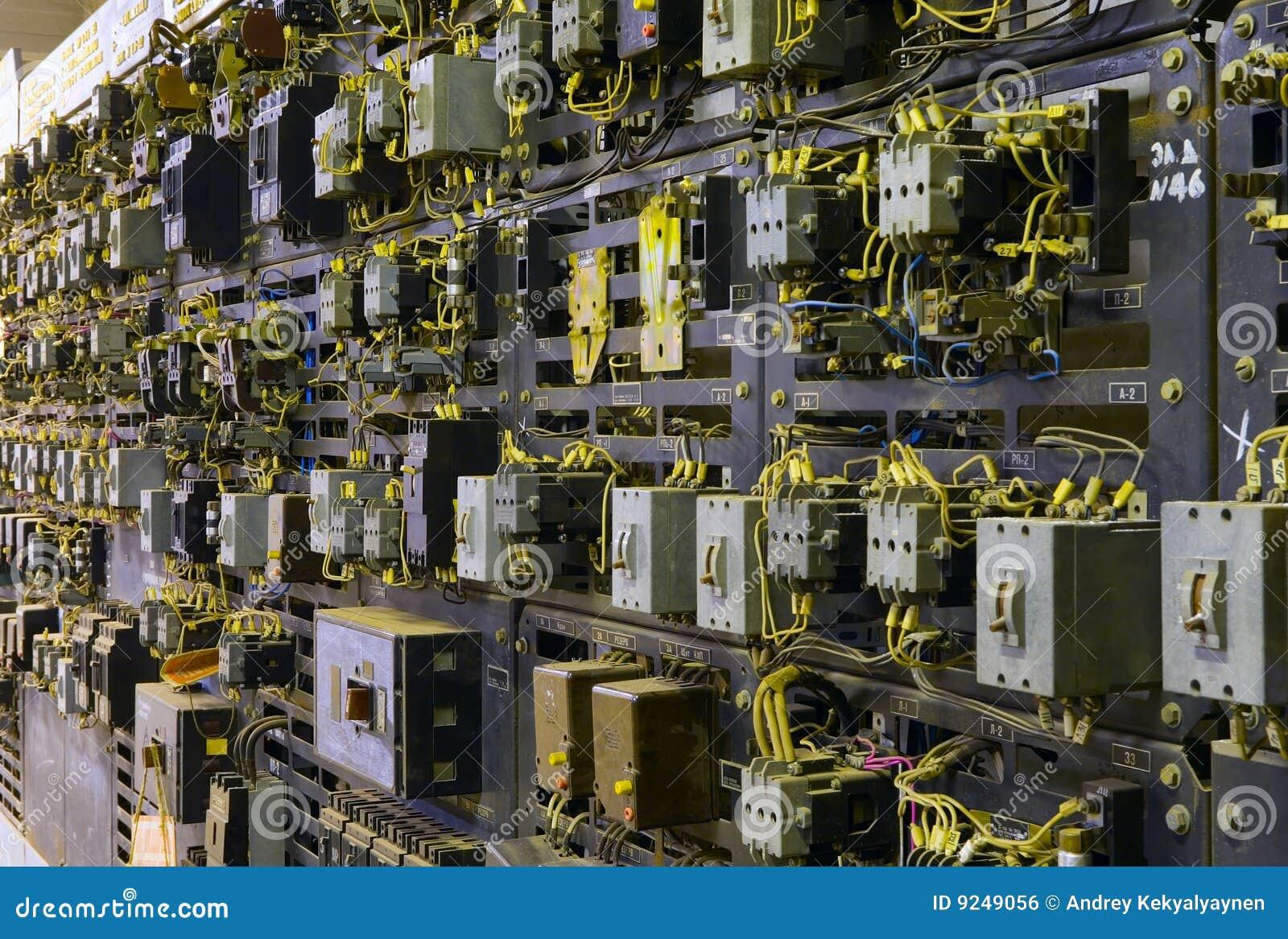 Console de controle elétrico no vault do transformador