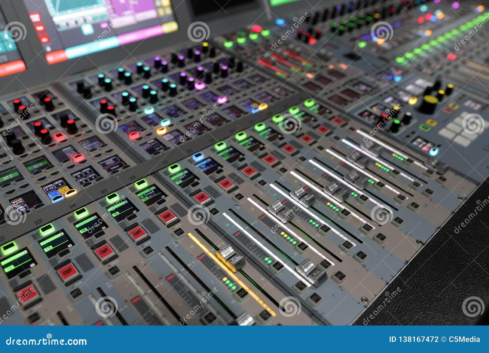 Console de mistura audio da transmissão moderna de Digitas