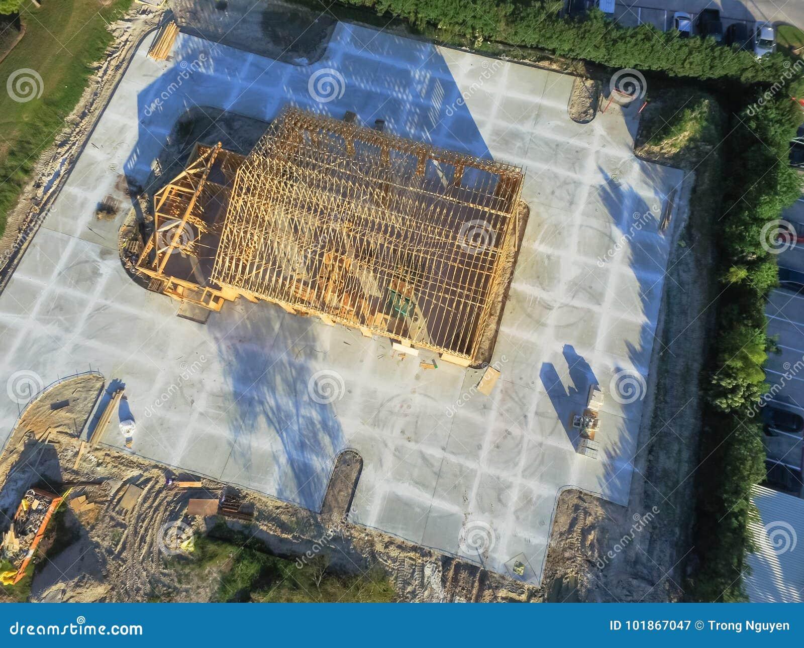 Construção civil de madeira aérea do anúncio publicitário da casa