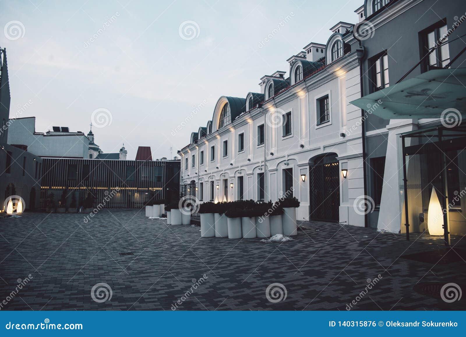 Construção clássica velha na cidade velha de Vilnius