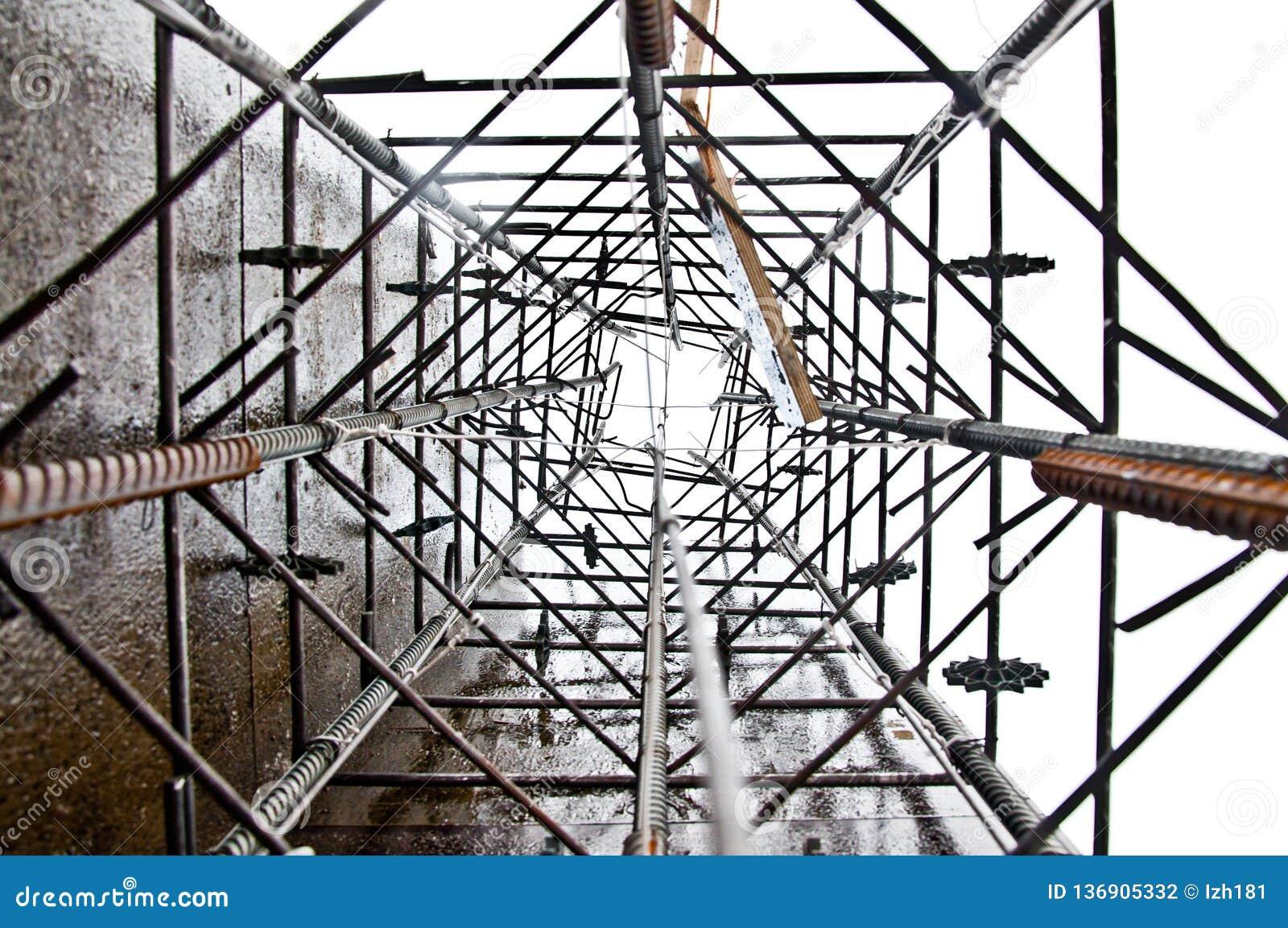 Construção da base de coluna antes de derramar o concreto