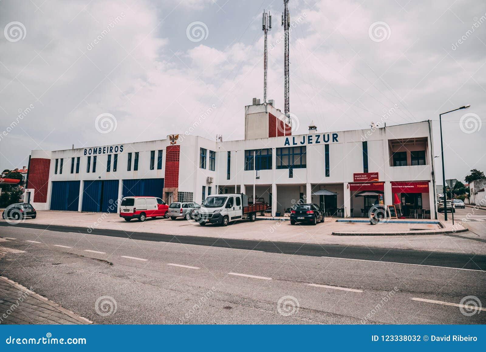 A construção do departamento dos bombeiros de Aljezur em Aljezur, Portugal