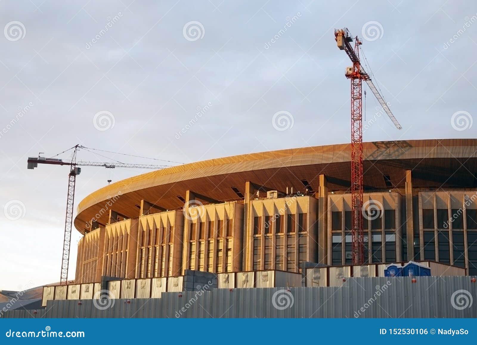 Construção do Estádio Olímpico em Moscou sob a construção