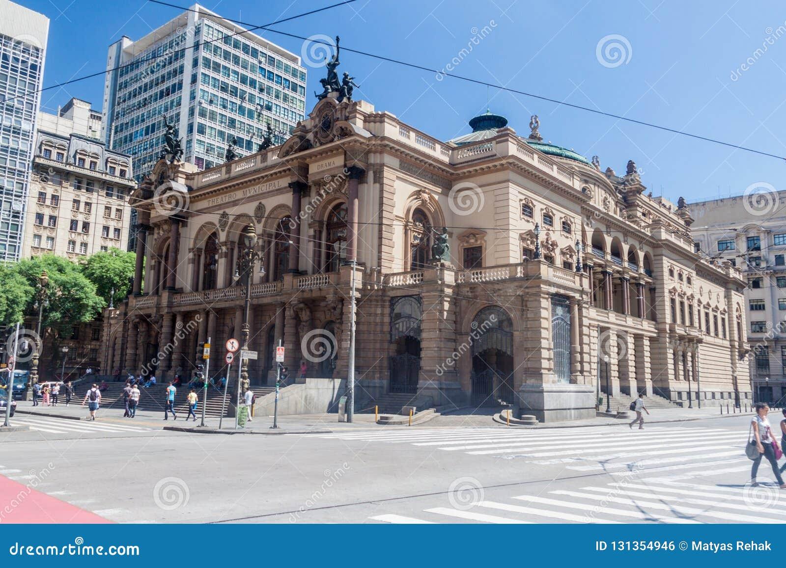Construção do teatro municipal em Sao Paulo