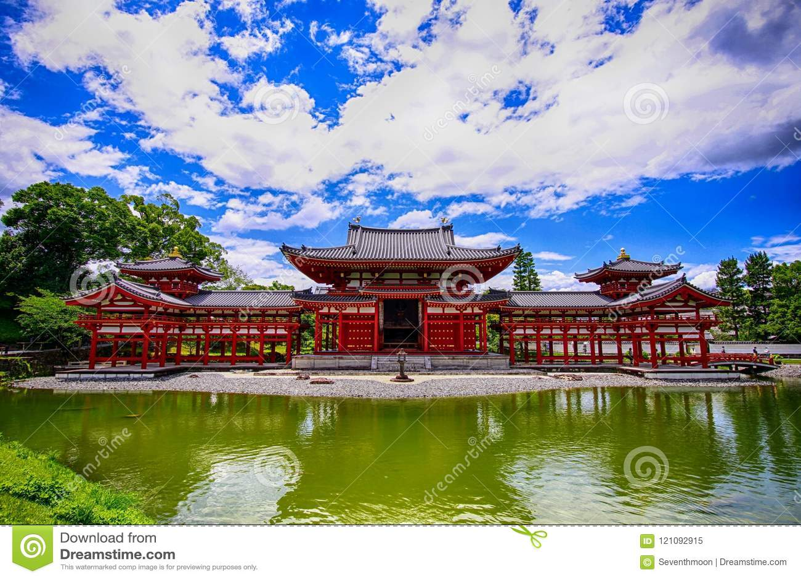 Construção japonesa tradicional velha do templo em Uji Japão