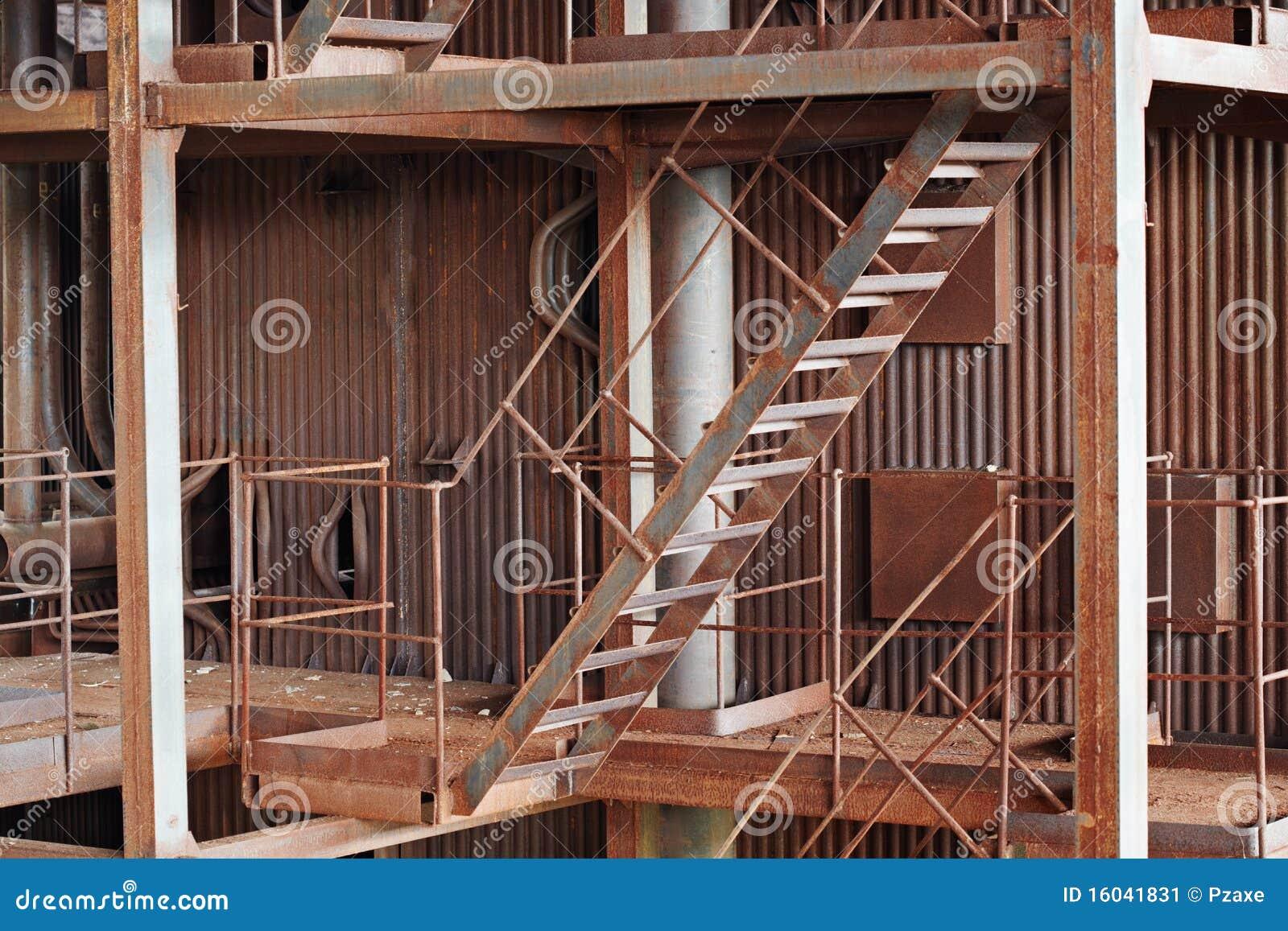 Construção oxidada velha do metal