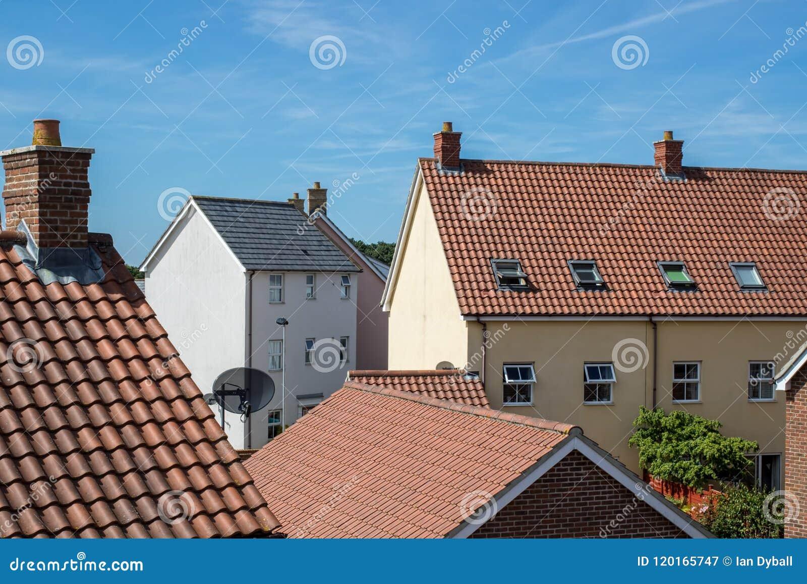 Construções aglomeradas suburbanas modernas do bairro social Ro urbano da casa