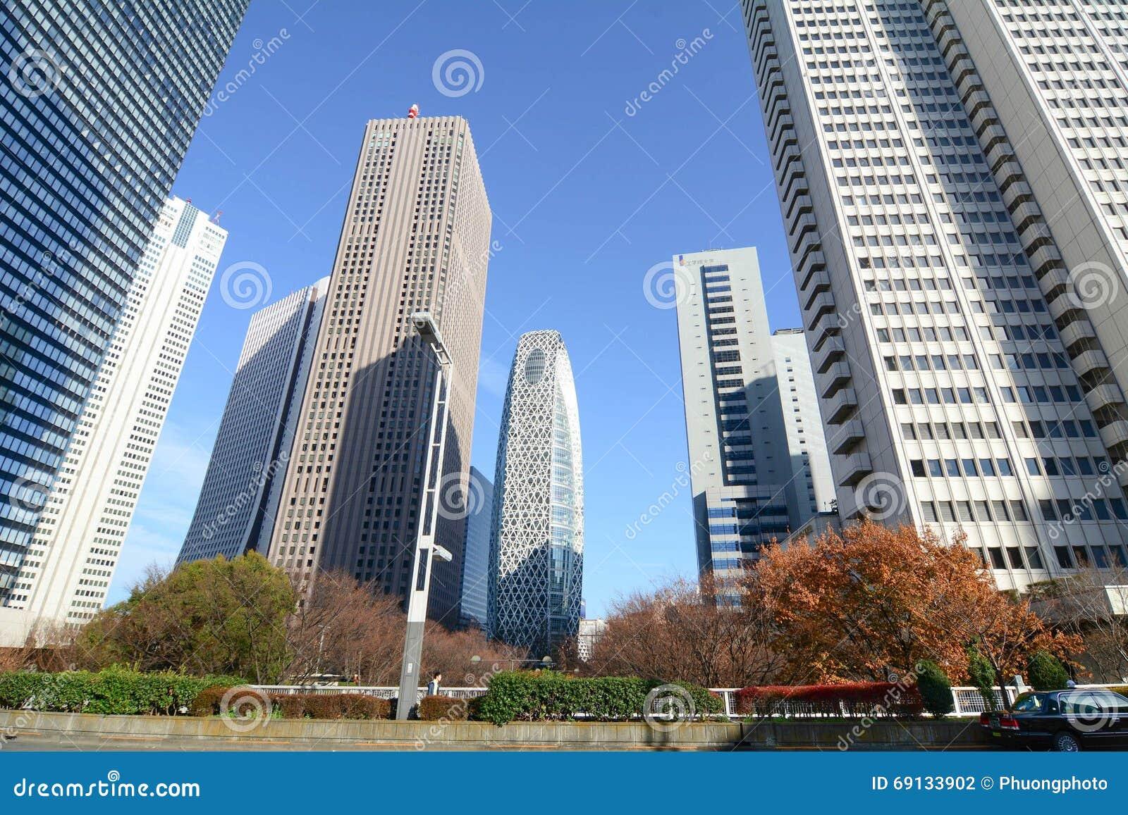 Construções altas em Shinjuku, Tóquio, Japão