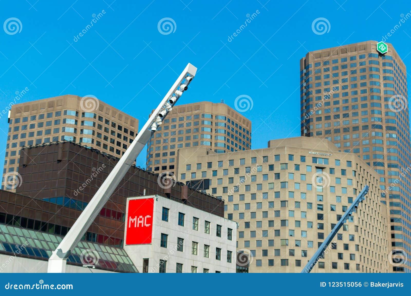 Construções centrais do quadrado e do Dejardins das artes do DES do lugar em Montreal do centro