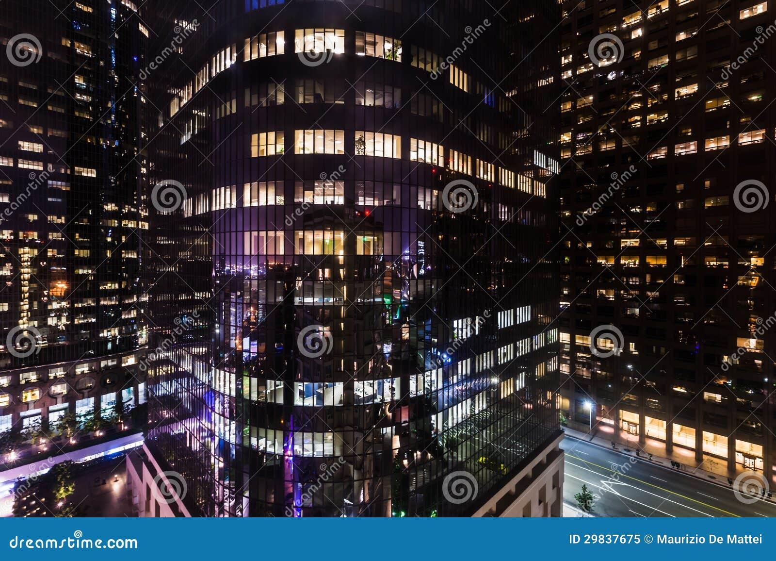 Construções incorporadas na noite