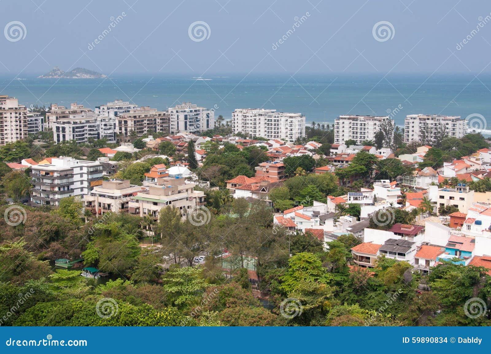 Construções modernas novas do condomínio em Rio de janeiro