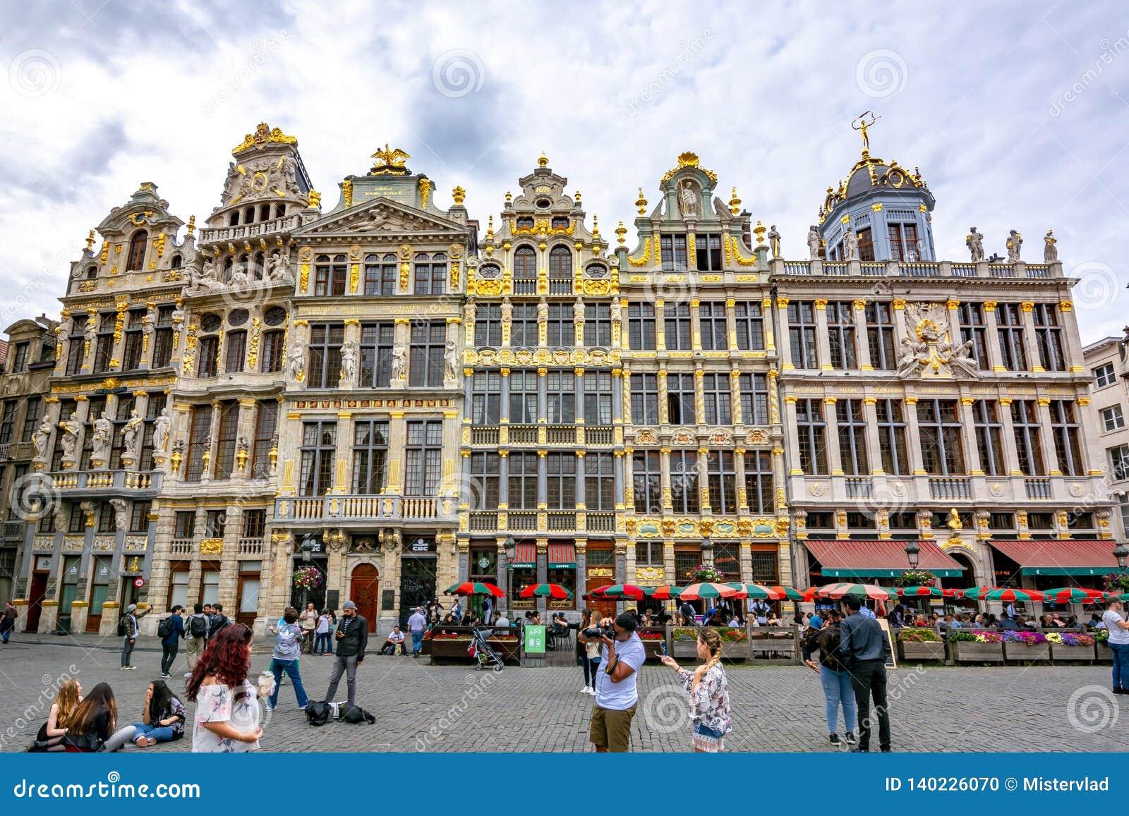 Construções no quadrado de Grand Place no centro de Bruxelas, Bélgica