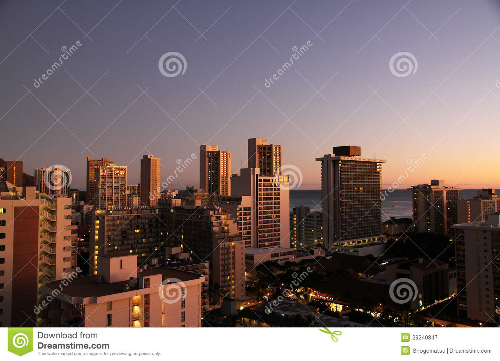 Download Construções no suset imagem de stock. Imagem de edifício - 29240847