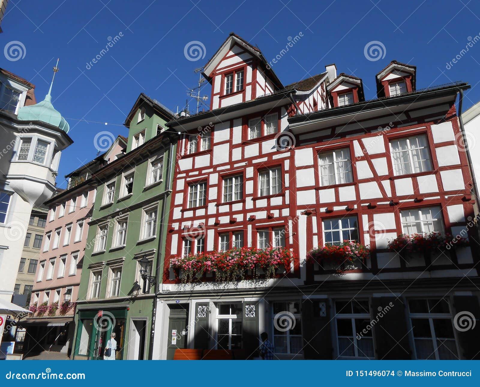 Construções velhas em uma rua em Sankt Gallen, Suíça