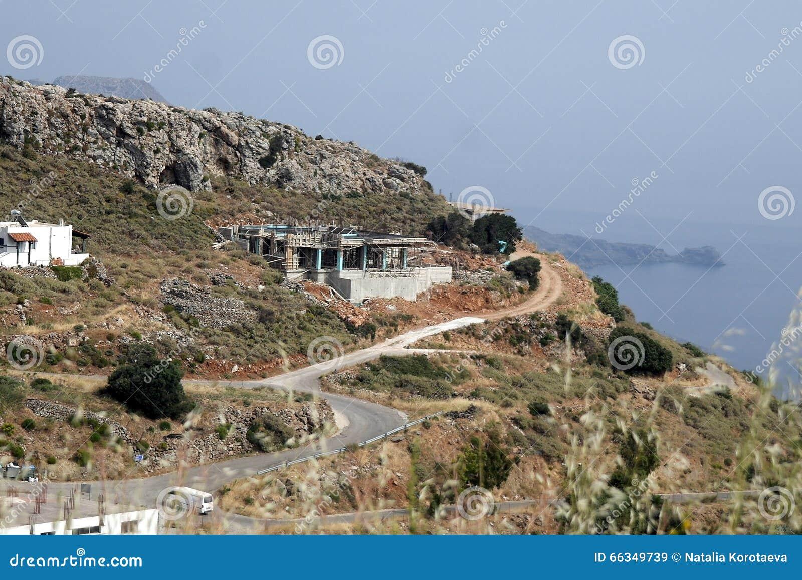 Construcción alta en las montañas crete