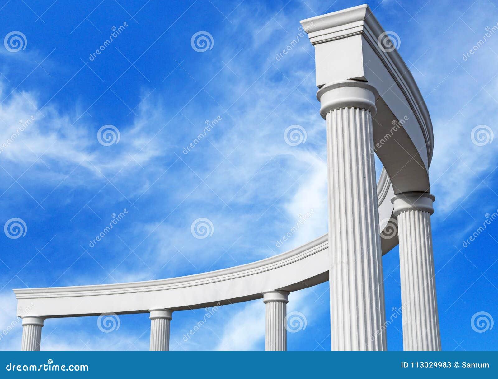 Construcción arquitectónica con las columnas