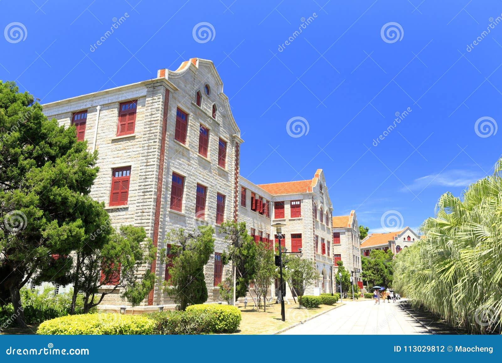Construcción de escuelas antigua en el campus universitario de Xiamen, adobe rgb