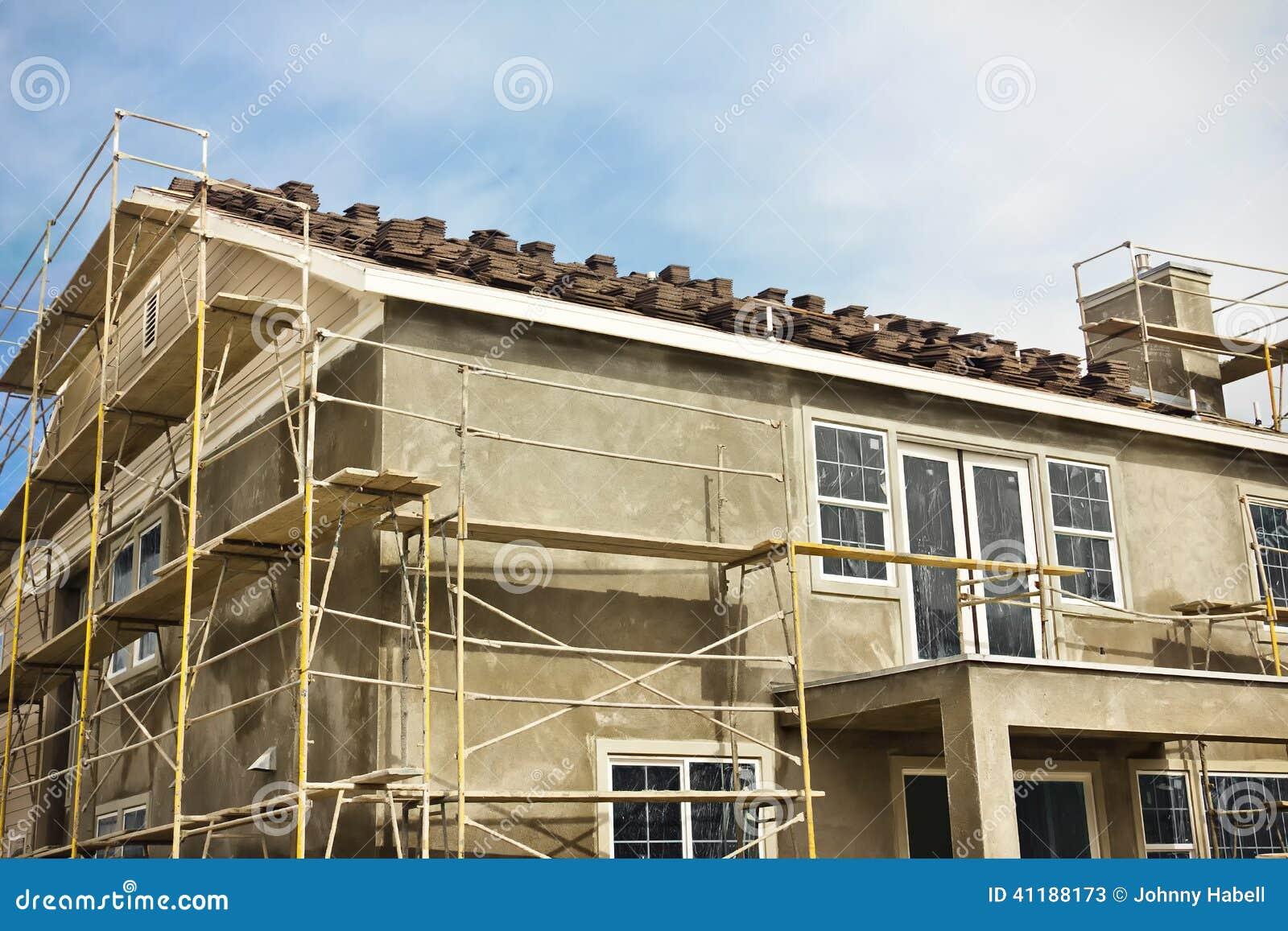 Construcci n de la casa de dos pisos imagen de archivo - Construccion de casa ...