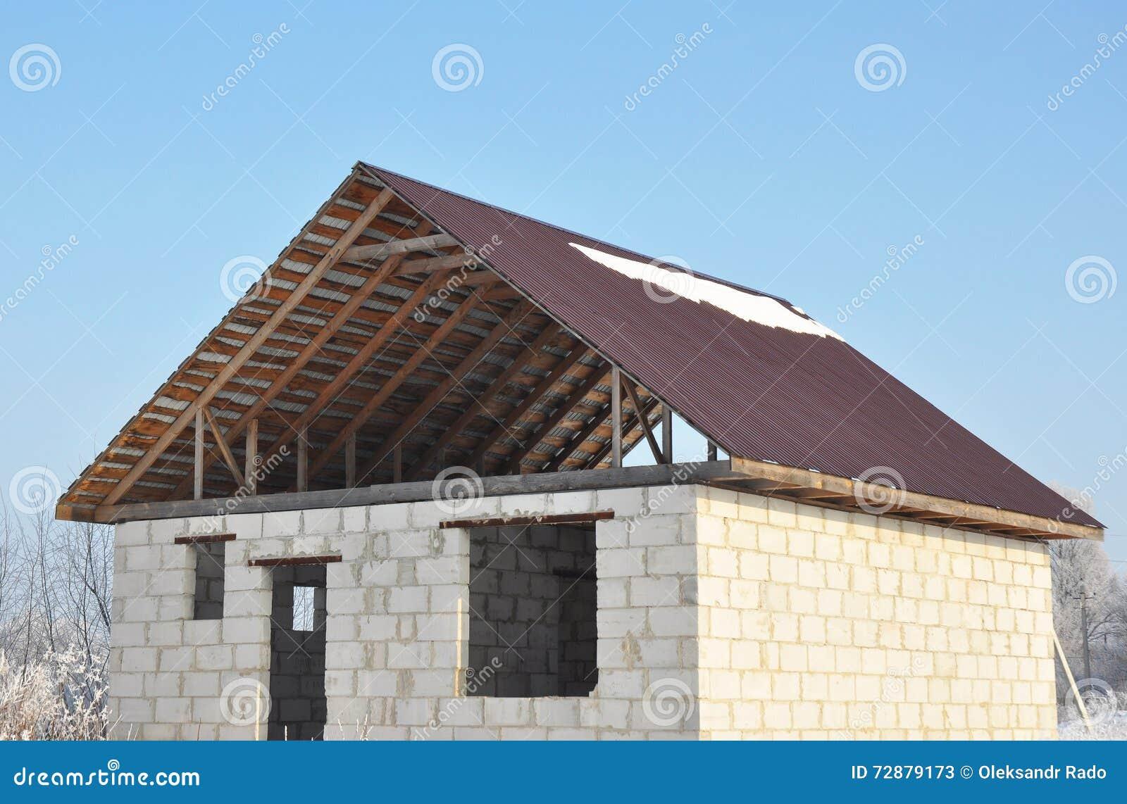 Construcci n de la techumbre la nueva casa constructiva de for Casas de ladrillo visto fotos